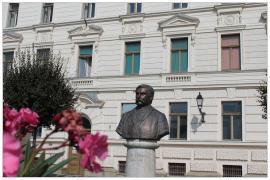 Pécs - Deák Ferenc szobor