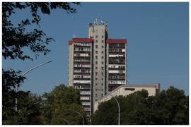 Pécs - 17 emeletes épület